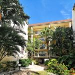 Bay Oaks in Siesta Key Condos for Sale
